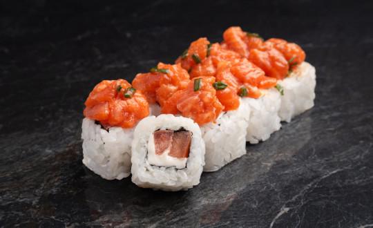 Заказать Премиум Ролл Вулкан с острым соусом с доставкой на дом в Новосибирске, Империя суши